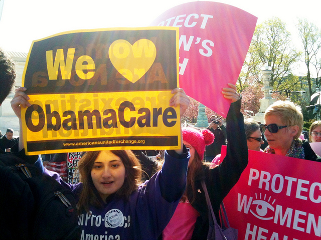 An Obamacare supporter in front of the U.S. Supreme Court. (LaDawna Howard/Flickr)