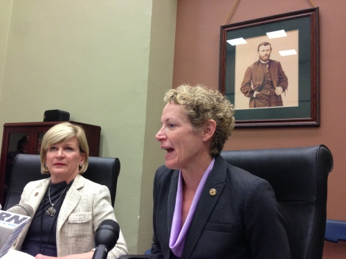 Reps. Darlene Senger (left) and Elaine Nekritz discuss pensions in a Statehouse conference room. (Brian Mackey/WUIS)